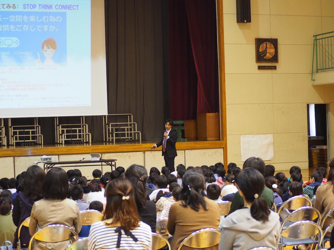 小学6年生約100名、保護者約20名、教員数名向けに講演を実施